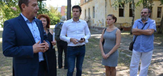 Helyszíni bejárást tartott a Városrendezési és Városüzemeltetési Bizottság a Rudolf laktanyában