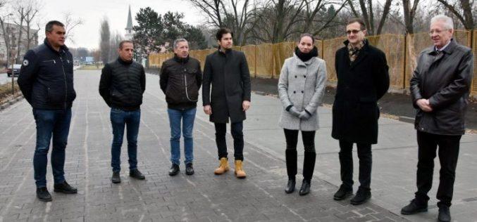 Átadták a Benkó Zoltán Szabadidőközpont új parkolóit