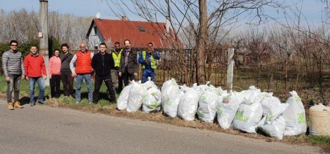 Lelkes önkéntesek takarítottak Homokbányán