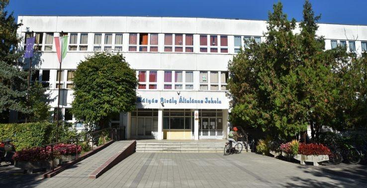 Elkezdődött a Corvin Mátyás Általános Iskola energetikai korszerűsítése