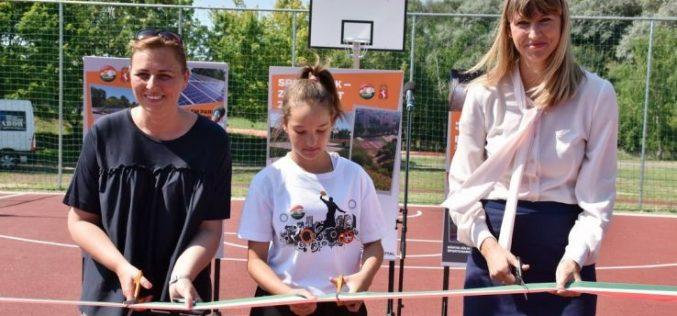 Sportparkot, parkolót és napelemparkot adtak át Kecskeméten