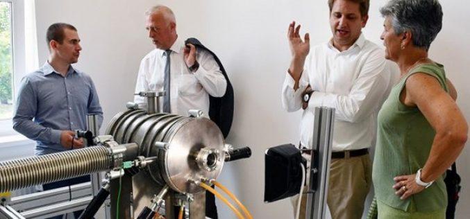 Dióda lézerközpontot avattak a Neumann János Egyetemen
