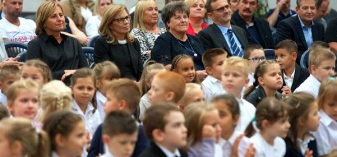 A megújult Zrínyi iskolában rendezték meg a Városi Tanévnyitó Ünnepséget